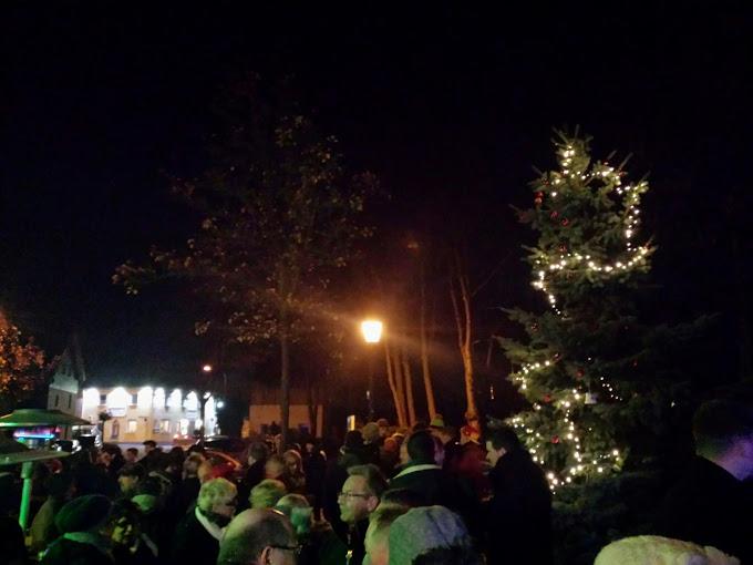 1. Advent und Weihnachtsbaum aufstellen in Ellen 2014